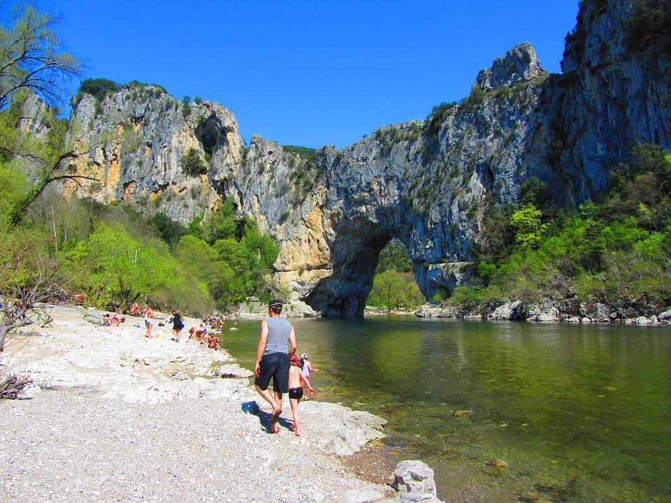 Les vacances en bord de rivière, une expérience authentique à essayer absolument