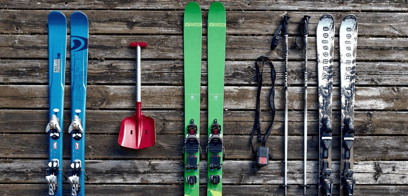 Bien s'équiper pour skier à la montagne
