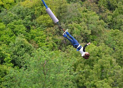 Vacances et sensations fortes : comment choisir son spot de saut à l'élastique ?